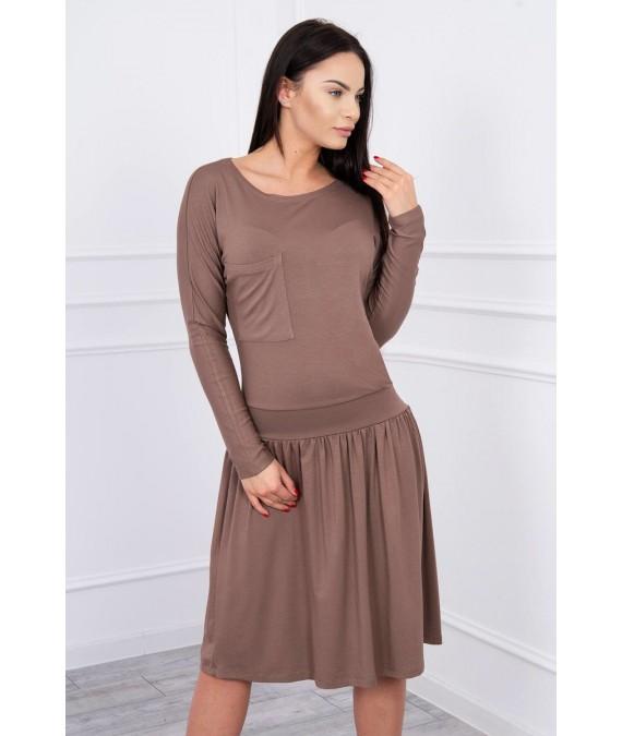 Suknelė su platėjančiu sijonu apačioje ir kišene (Kapučino)