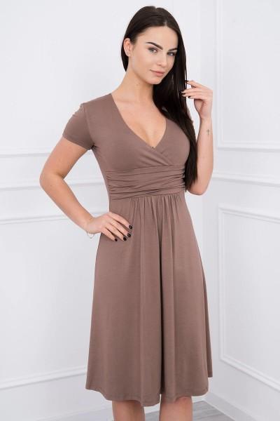 Suknelė su lengvai aptemta zona po krūtine, trumpomis rankovėmis (Kapučino)